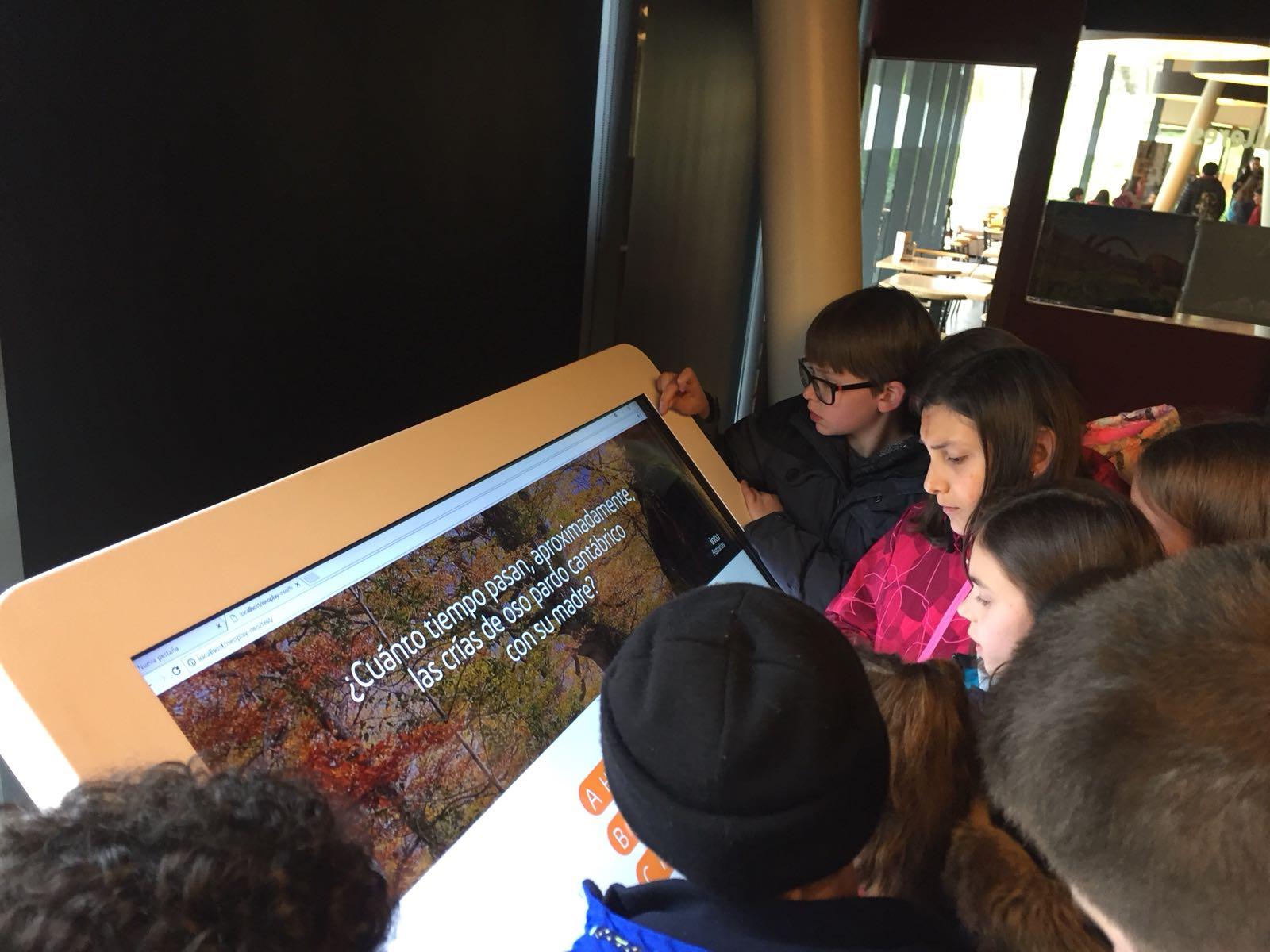 La exposición 'Osos' estará en el Parque de la Prehistoria de Teverga hasta julio