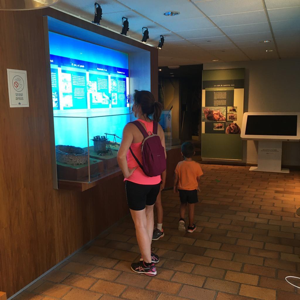 Las visitas a la Casa del Oso de Proaza aumentaron un 34% este verano, hasta superar las 5.700