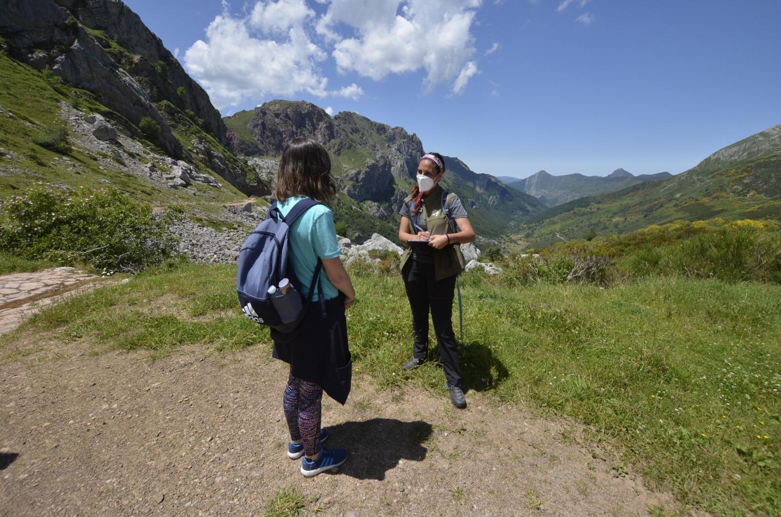 Los informadores ambientales asesoraron a más de 2.200 turistas entre julio y septiembre