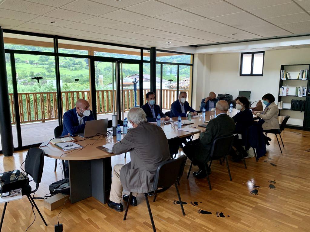 La Fundación Oso de Asturias reforzará la labor informativa que favorezca la satisfactoria convivencia con la especie en las comarcas oseras