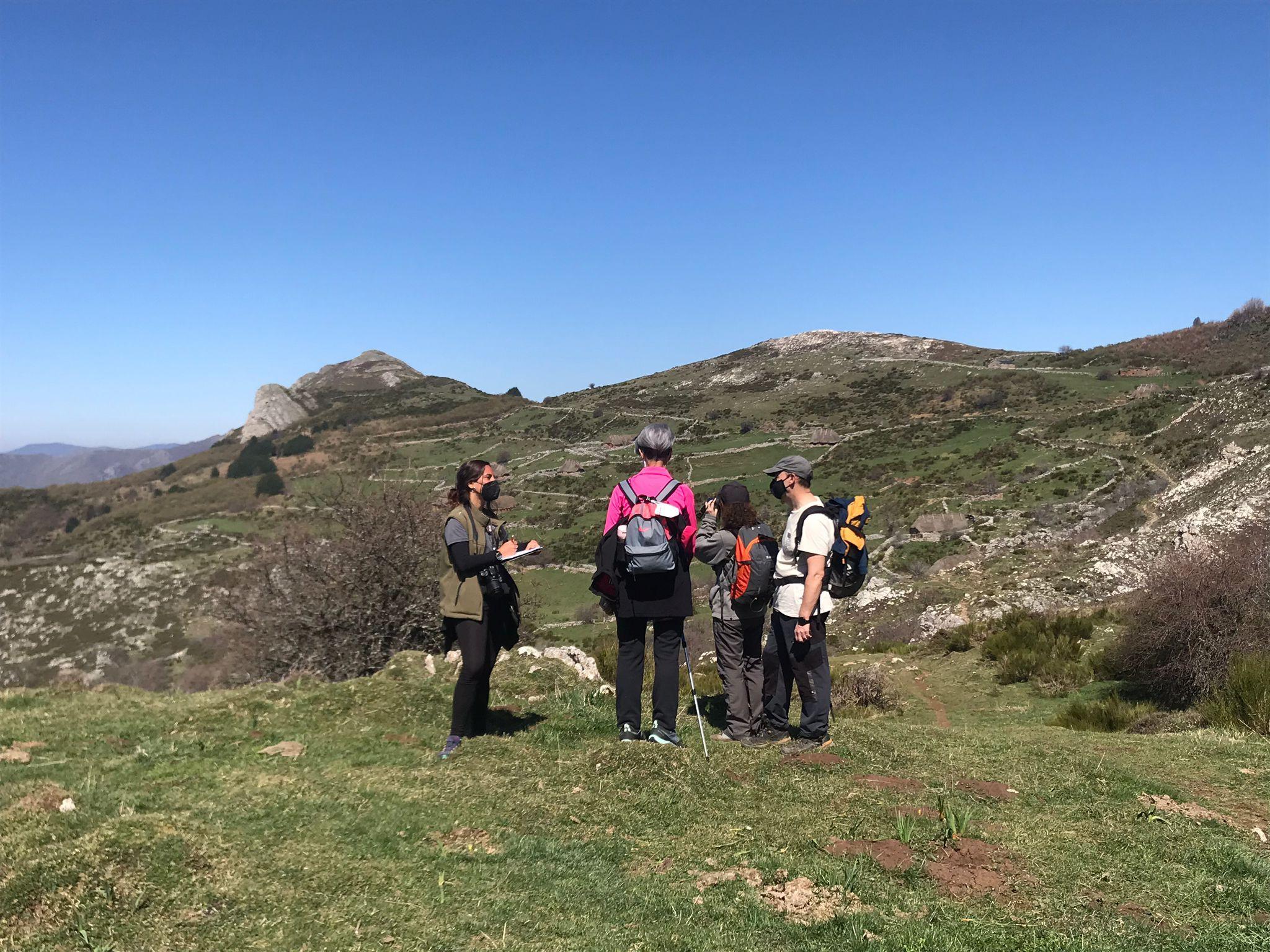Cinco informadores ambientales de la FOA asesorarán a los visitantes en los enclaves naturales con mayor afluencia
